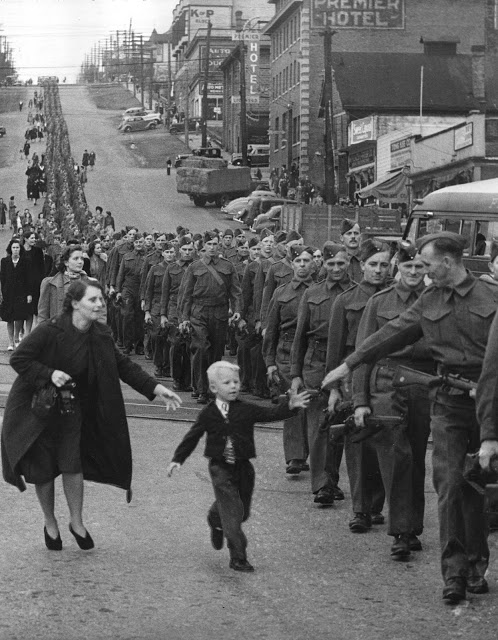 wait_for_me_daddy_1940.jpg